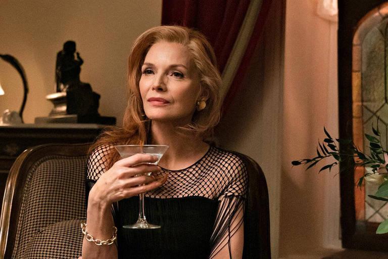 'Saída à Francesa' mostra Michelle Pfeiffer como uma milionária arruinada
