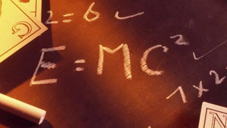 Na famosa equação, E = energia, m = massa e c= velocidade da luz (foto de arquivo)