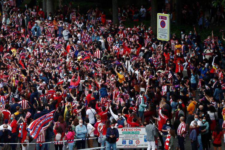 Torcedores do Atlético de Madrid comemoram conquista do título espanhol