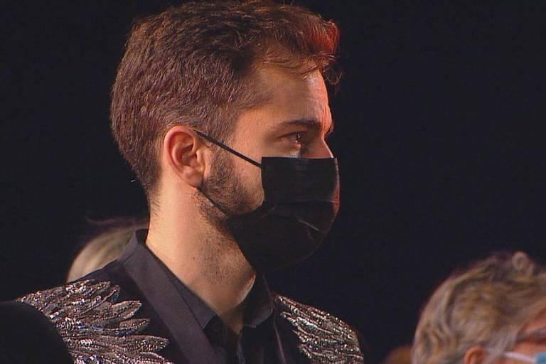 Thales Bretas, viúvo de Paulo Gustavo, na missa de sétimo dia do ator, no Rio de Janeiro