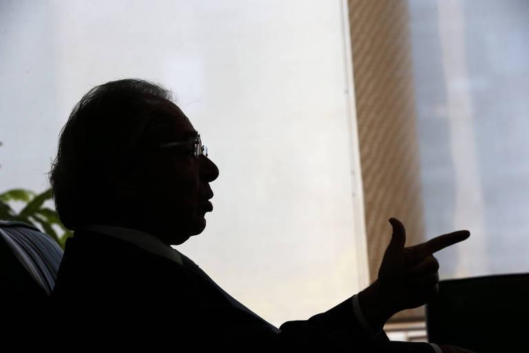 O ministro da Economia Paulo Guedes durante entrevista à Folha em seu gabinete