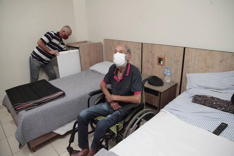 Prefeitura de SP paga hospedagem em hotéis para mais 170 idosos em situação de rua