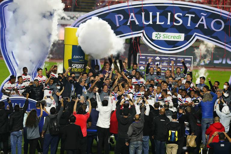 Caneladas do Vitão: São Paulo bate Palmeiras, chuta a fila e conquista o Paulistão!