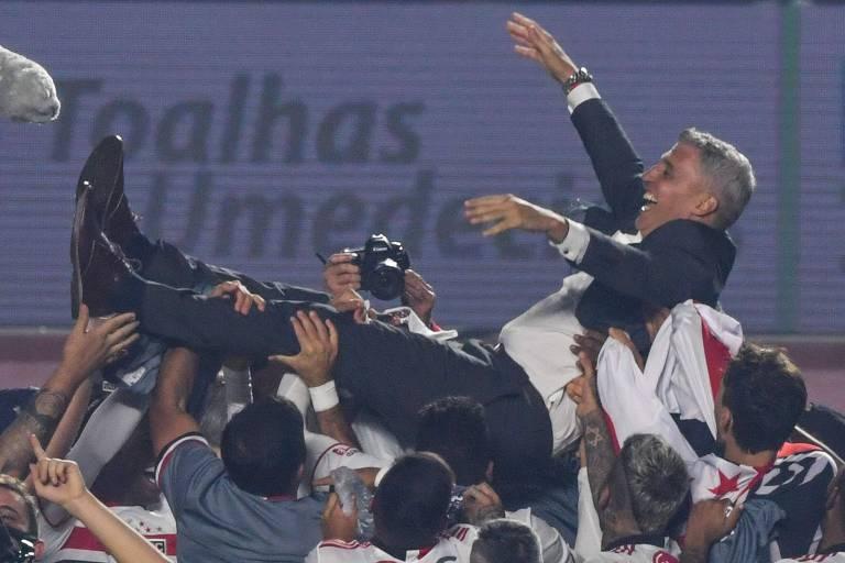 """CRESPO - O argentino reconheceu o enorme tamanho do clube que assumiu, entendeu a importância de acabar com a fila e acertou ao escalar os jogadores em suas posições sem invenção nem saidinha patética! A """"Copa do Mundo"""", digo, o Paulistão está em ótimas mãos!"""