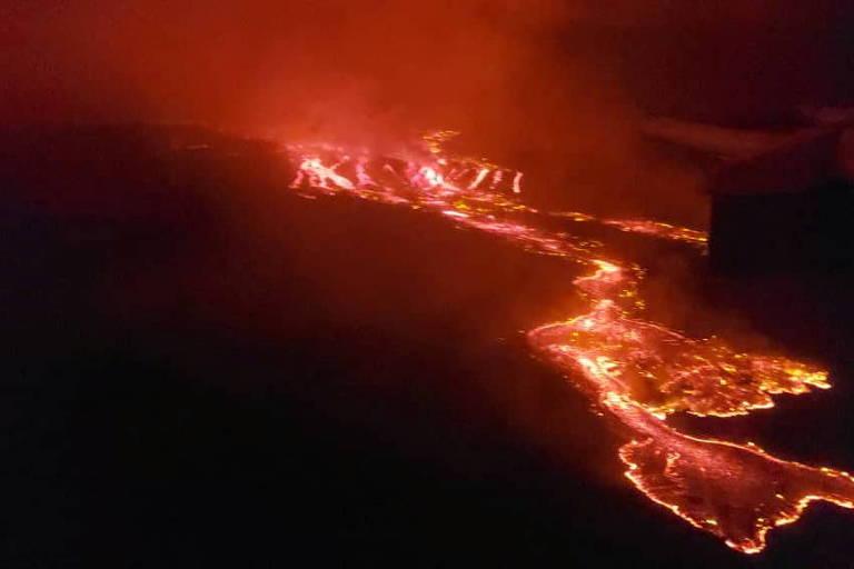 Lava desce do vulcão Nyiragongo perto de Goma, na República Democrática do Congo