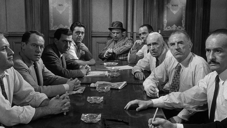 Cena do filme '12 Homens e Uma Sentença'