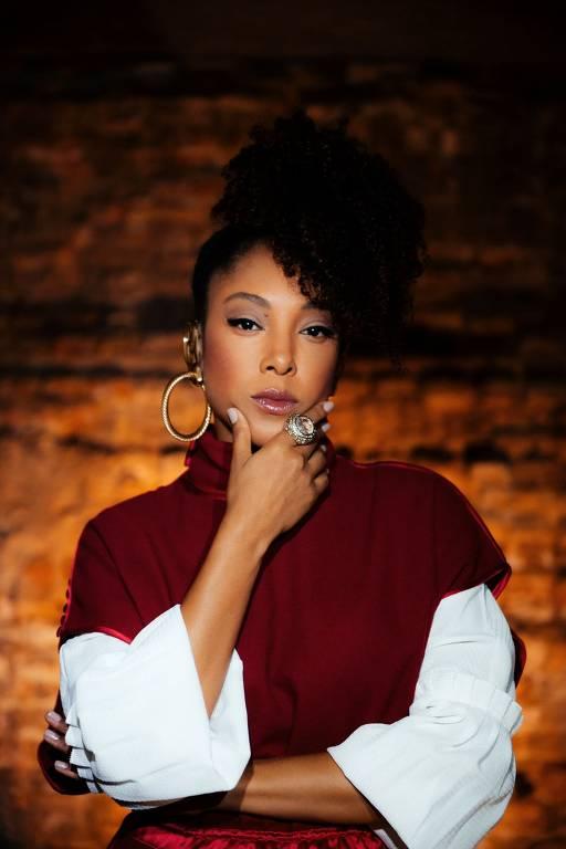 Imagens da cantora  Negra Li
