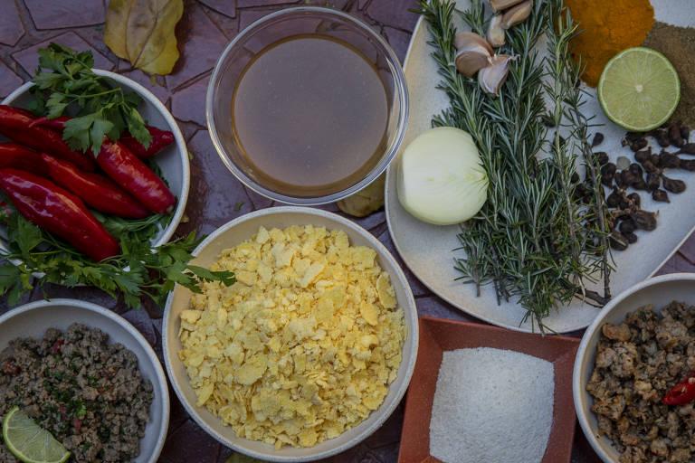 Aprenda a fazer o bolinho caipira da chef Tanea Romão