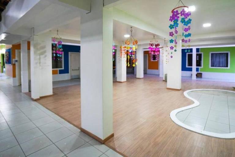 Espaço reformado, onde antes ficava sala que teve ataque em Saudades (SC)