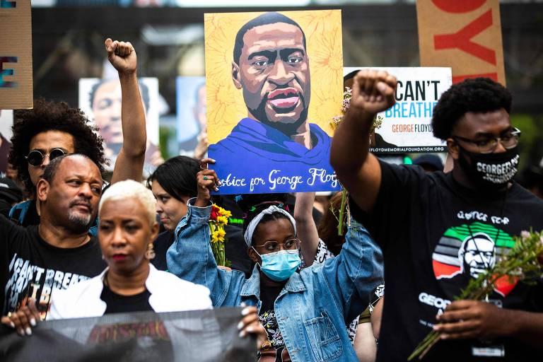 Manifestantes participam de marcha em memória a George Floyd, em Minneapolis