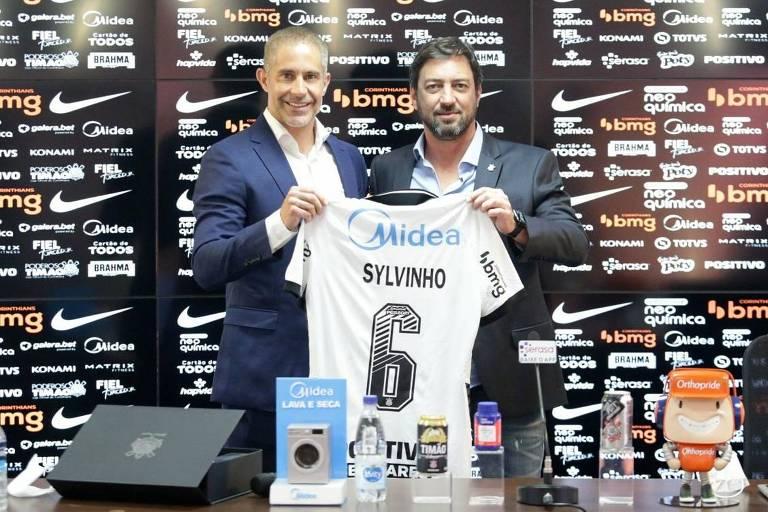 Sylvinho diz que precisou de três minutos para fechar com Corinthians