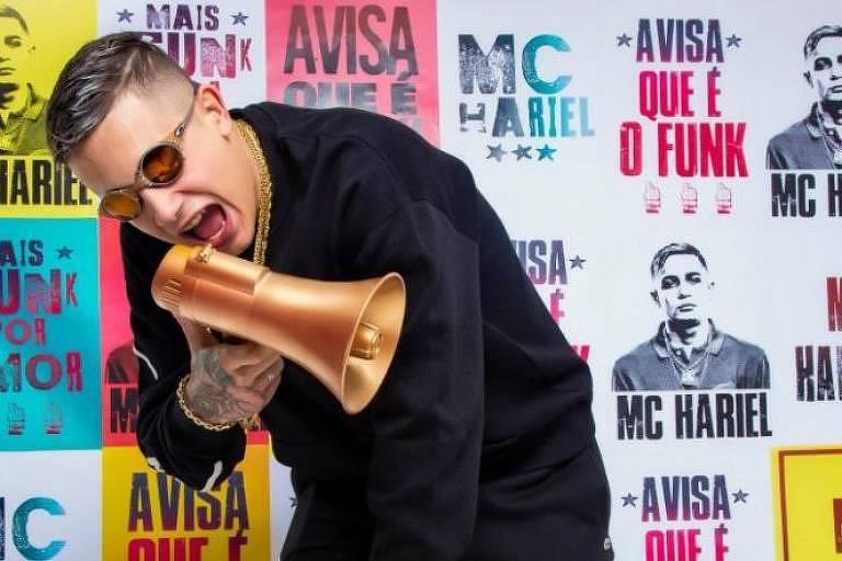 Mc Hariel em cartaz de divulgação do EP 'Avisa que é o Funk' (Foto: Divulgação)