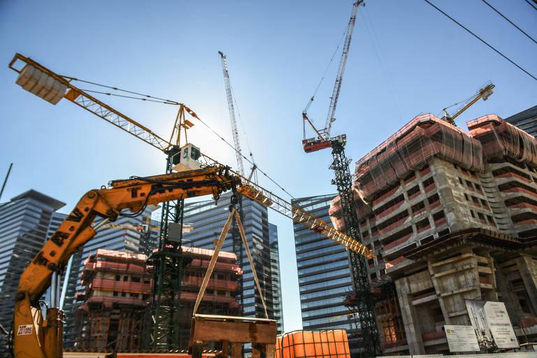 Edifícios em construção em São Paulo