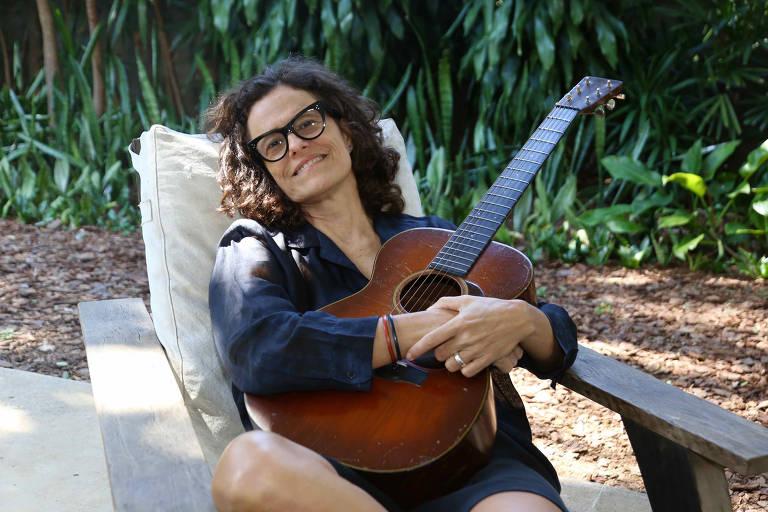 Imagens da cantora Zélia Duncan