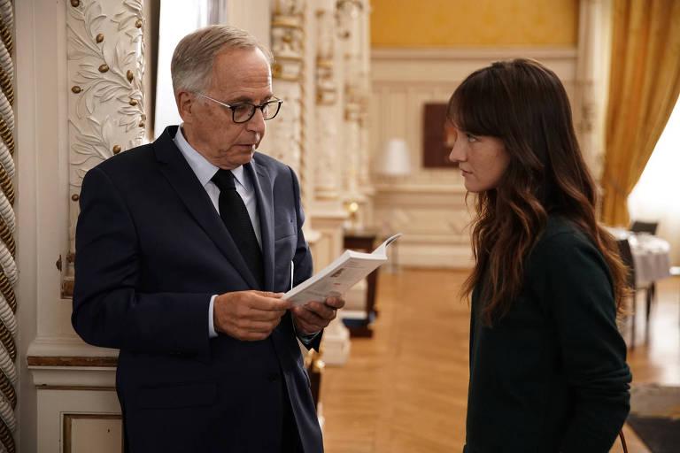 Cena do filme francês 'Alice e o Prefeito', sobre o prefeito de Lyon que fica sem ideias e decide contratar uma filósofa para ajudá-lo