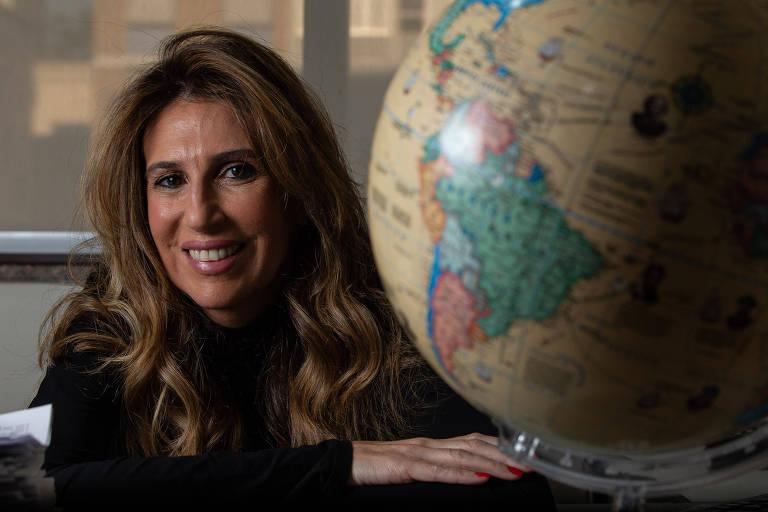 Patrícia Chaddad na agência Softour Viagens e Turismo, em São Paulo