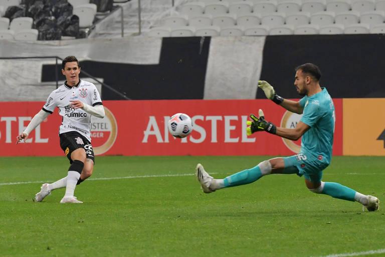 Interino entrega Corinthians a Sylvinho com duas vitórias por goleada