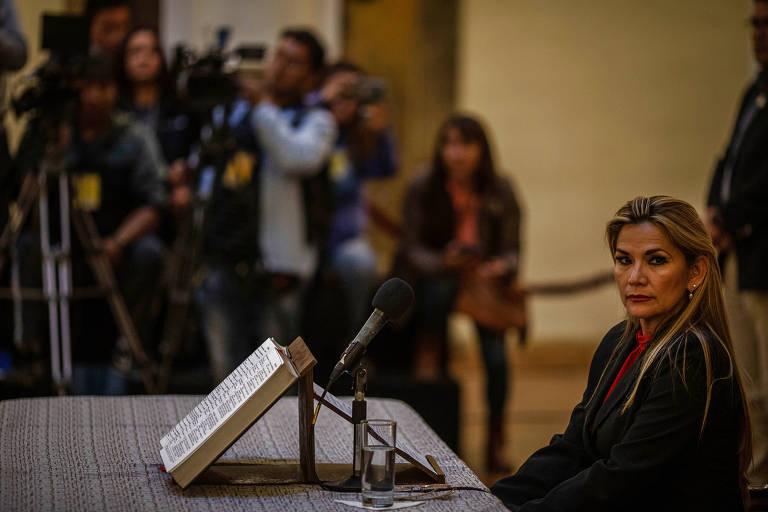 Então presidente da Bolívia, Jeanine Añez participa de entrevista coletiva no Palácio Quemado, sede do governo da Bolívia, em La Paz
