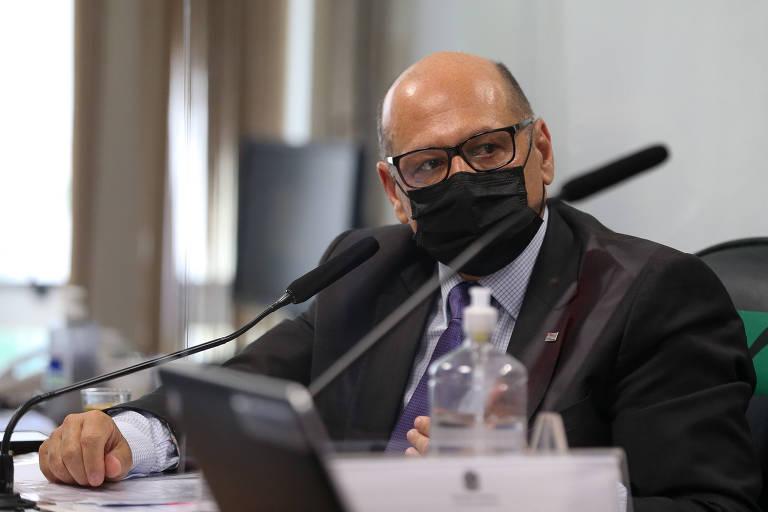 O diretor do Instituto Butantan, Dimas Covas, durante depoimento na CPI, nesta quinta-feira (27)