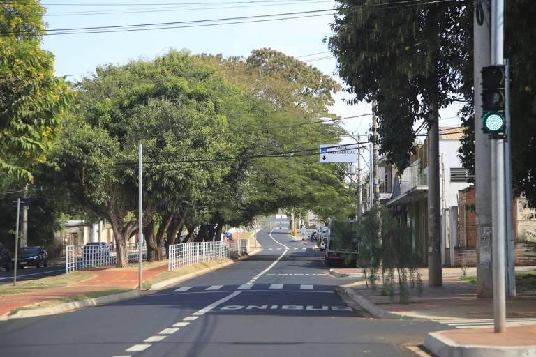 Avenida de Ribeirão Preto vazia nesta quinta-feira (27), primeiro dia das medidas restritivas na cidade