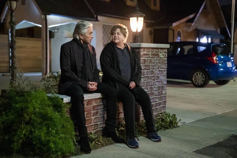 Michael Douglas e Kathleen Turner em 'O Método Kominsky'