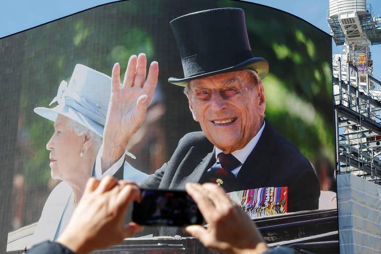 Príncipe Philip deixa R$ 220 mi para funcionários e livros para os filhos