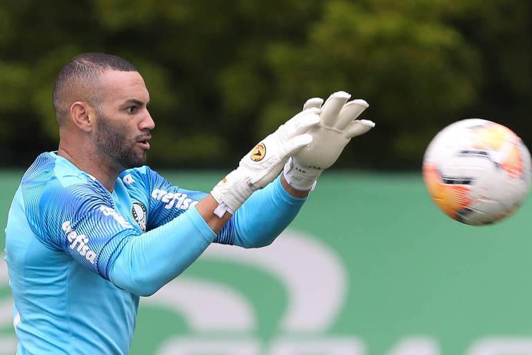 O goleiro Weverton vai desfalcar o Palmeiras em todas as datas Fifa para defender a seleção brasileira