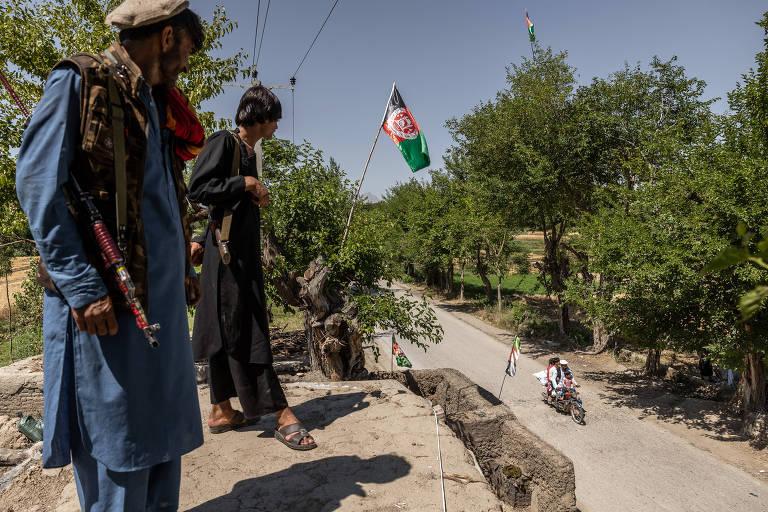 Com saída dos americanos, mais afegãos se rendem ao Taleban