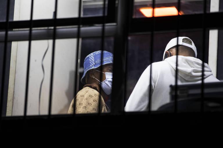 O jogador de futebol do Ajax, David Neres, flagrado pela polícia civil participando de uma festa clandestina, em uma casa noturna na zona leste de São Paulo, na madrugada desta sexta-feira(28).