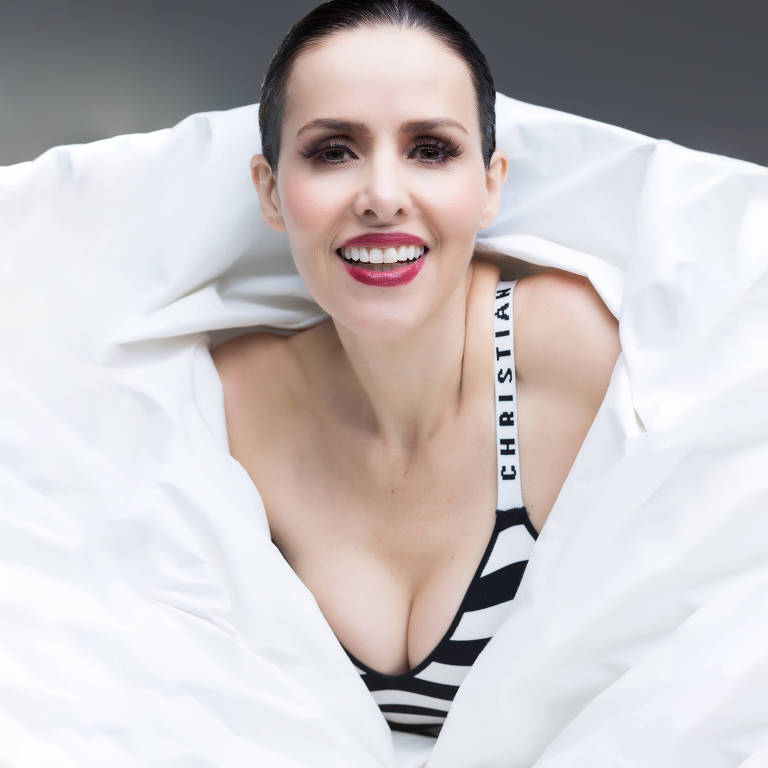 Imagens da atriz Leona Cavalli