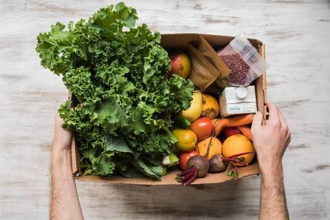 Produtos da Raízs, que conecta pequenos produtores a consumidores de orgânicos, são entregues em embalagens sustentáveis