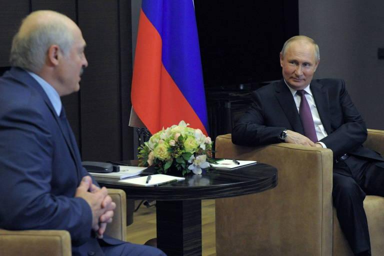 De olho em união com a Belarus, Putin apoia ditador que desviou avião