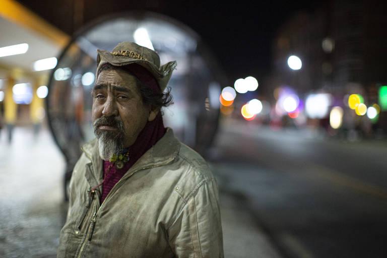 Frio severo de Curitiba agrava situação de moradores de rua um ano após início da pandemia