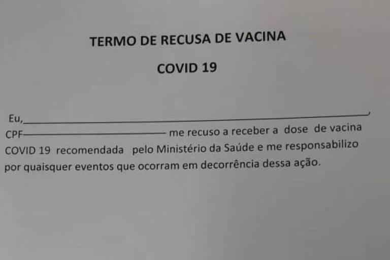 Documento que é assinado por pessoas que se recusam a receber vacina contra a Covid-19 em Esperança do Sul (RS)