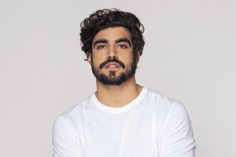 Caio Castro diz que terapia ajudou na estreia como piloto: 'Mais tranquilo'