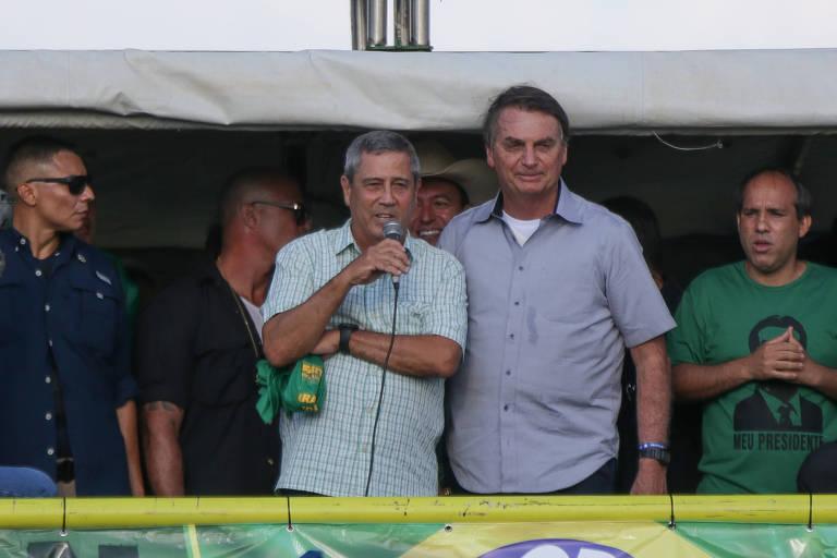 O ministro Braga Netto ao lado de Bolsonaro durante ato em defesa do governo federal