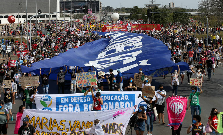 Oposição a Bolsonaro busca se diferenciar de motociata e amplia convocações para protestos neste sábado (19)