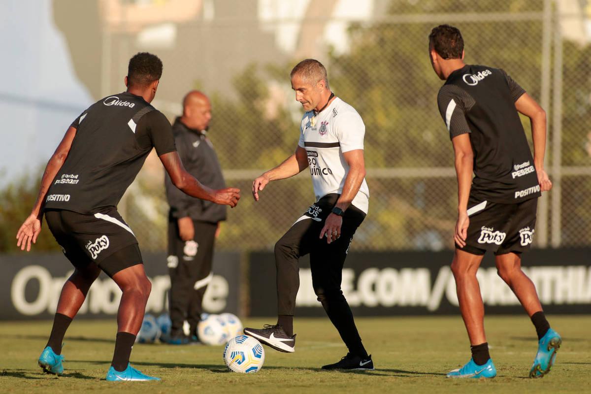 Corinthians busca reação e pega Internacional com Sylvinho sob pressão