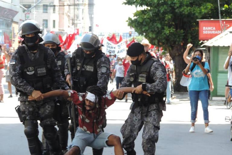 Após troca e afastamentos na PM, excesso policial em ato contra Bolsonaro leva à queda de secretário em PE