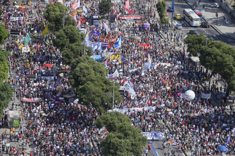 Manifestações contra Bolsonaro são marginalizadas pela mídia brasileira -  04/06/2021 - PerifaConnection - Folha