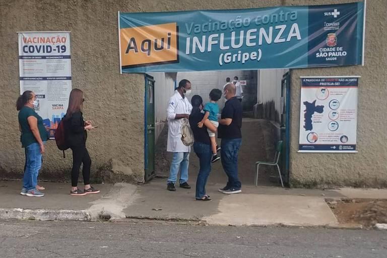 Posto de vacinação em frente à AMA/UBS Integrada São Vicente de Paula, no Ipiranga (zona sul)
