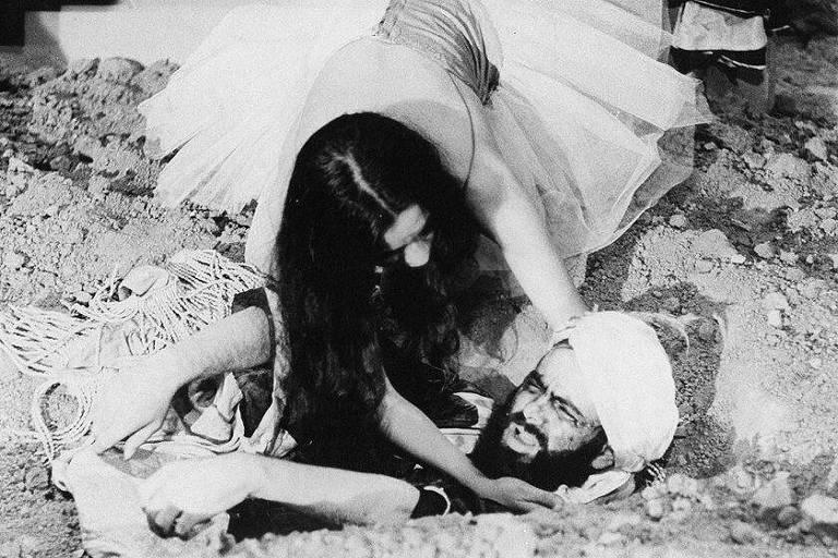"""Cena do filme """"O Profeta da Fome"""" com José Mojica Marins, o Zé do Caixão"""