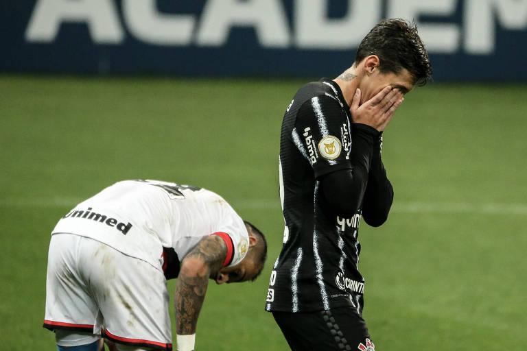 Sylvinho estreia pelo Corinthians com derrota e pouca criatividade