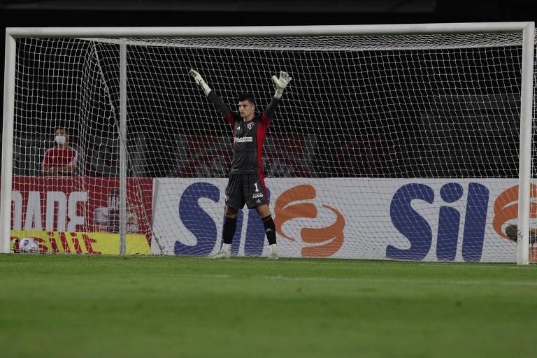 Pênaltis viram tormento para rivais de Tiago Volpi