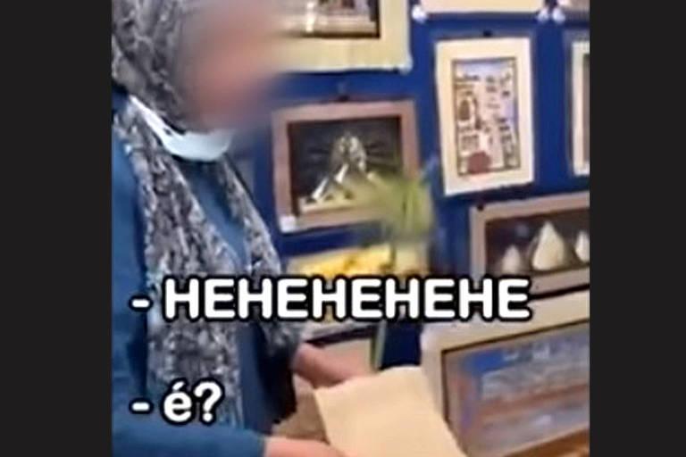 Detalhe de vídeo publicado pelo médico brasileiro Victor Sorrentino em redes social mostra ofensa a vendedora egípcia