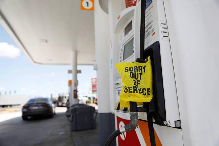 Aviso indica não haver gasolina em posto na Flórida após ataque hacker à Colonial Pipeline que interrompeu a entrega de combustível na costa leste dos EUA