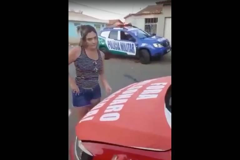 'Senti medo e angústia', diz professor preso por adesivo 'Bolsonaro genocida'