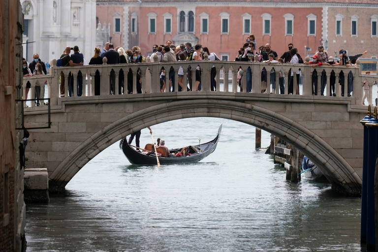 Cidades europeias querem volta do turismo, mas não como antes