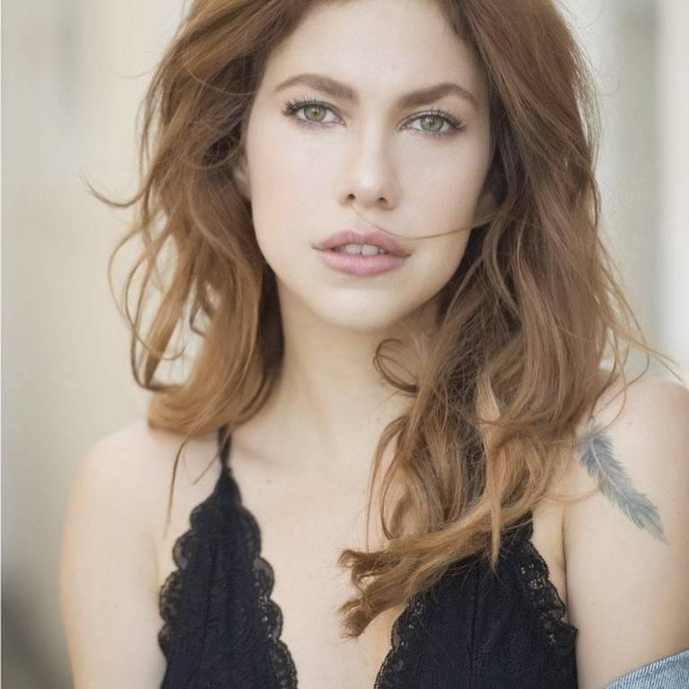 Imagens da atriz Thaís Müller