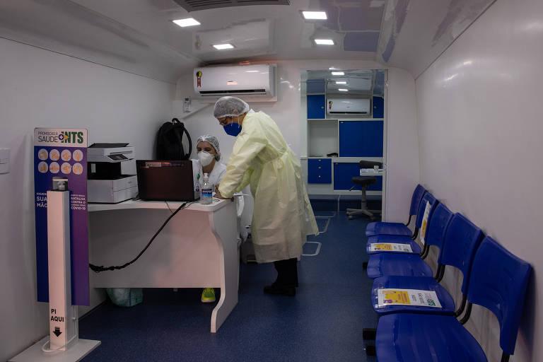 Ônibus vira laboratório para testes de Covid-19 no Aeroporto de Congonhas